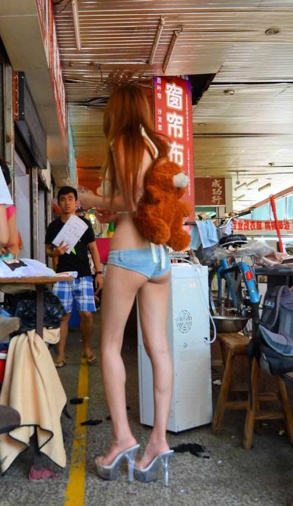 chinese-girl-in-hot-pants (5)