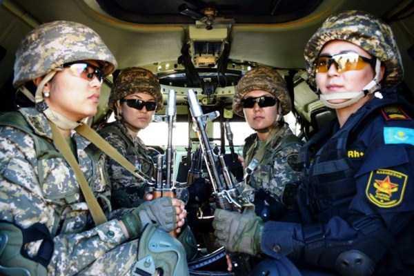girls-kazakh-army (33)