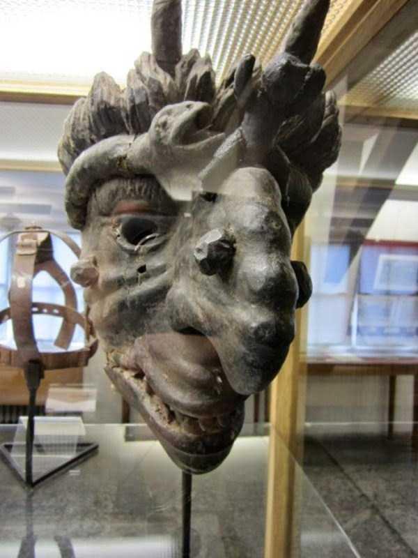 mask-of-shame-Schandmaske (13)