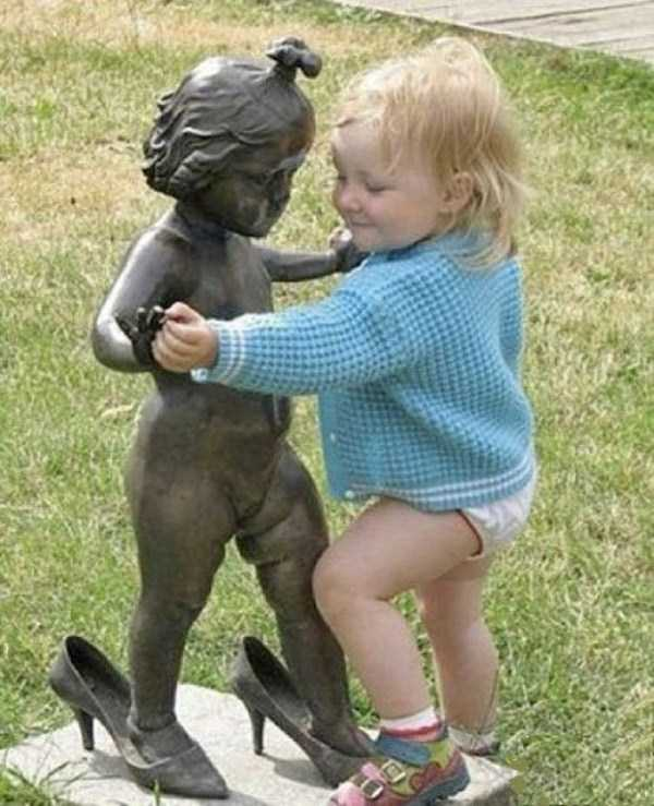 people-having-fun-with-statues (13)