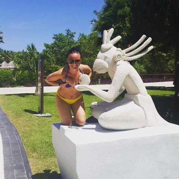 people-having-fun-with-statues (40)