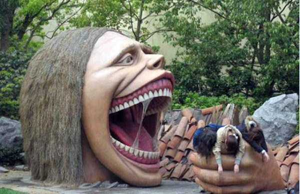 people-having-fun-with-statues (48)