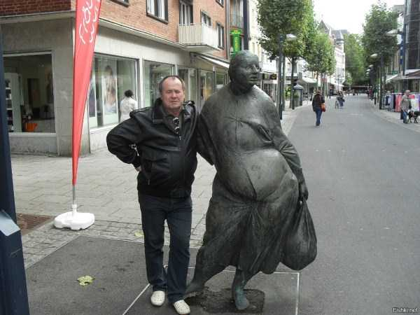 people-having-fun-with-statues (65)