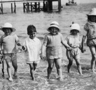 35 Rare Retro Beach Photos (35 photos)