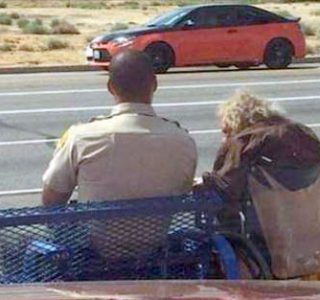A Wonderful Gesture Made by a Cop (5 photos)