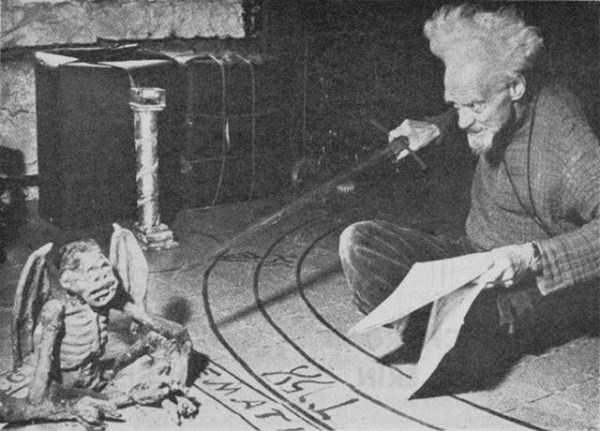 creepy-bizarre-old-photos (10)