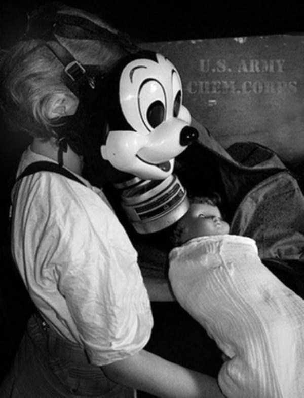 creepy-bizarre-old-photos (19)