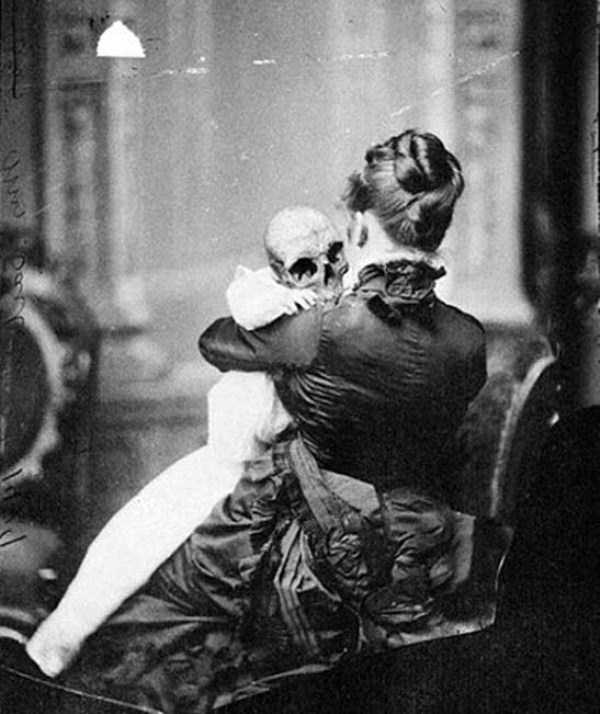 creepy-bizarre-old-photos (22)