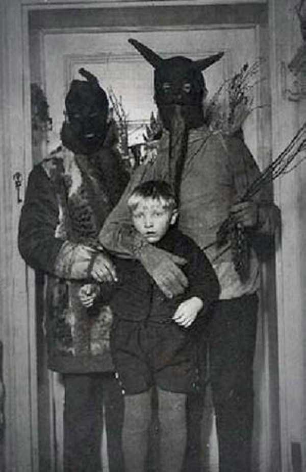 creepy-bizarre-old-photos (23)