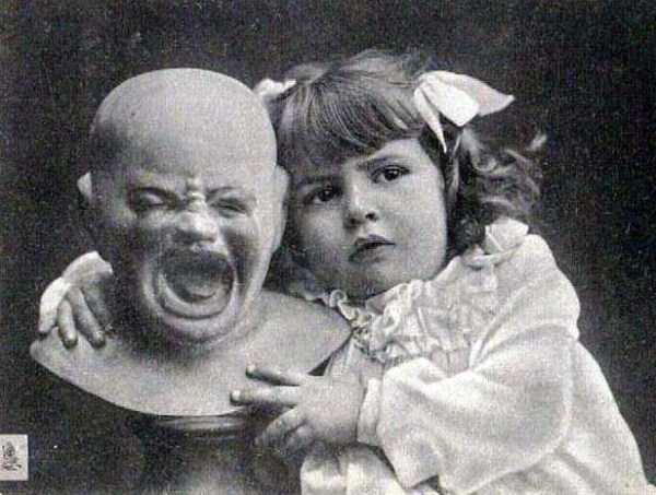 creepy-bizarre-old-photos (24)