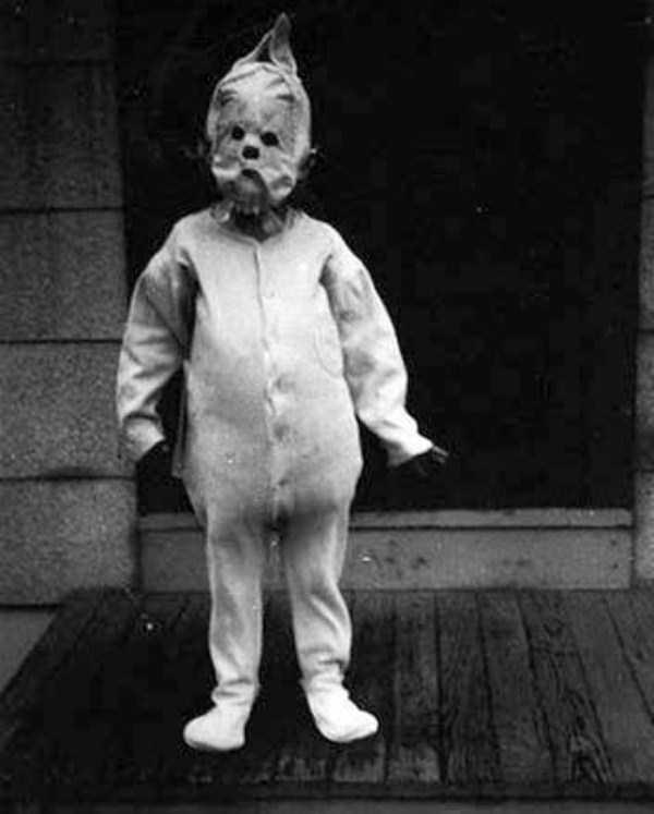creepy-bizarre-old-photos (29)