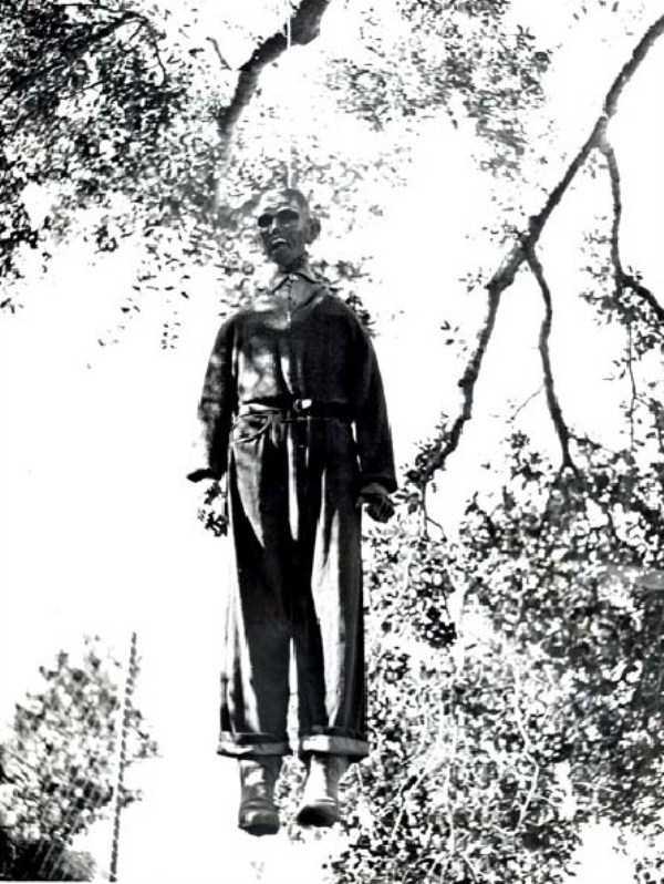creepy-bizarre-old-photos (3)