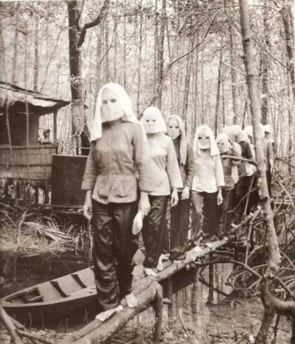 creepy-bizarre-weird-pictures (13)