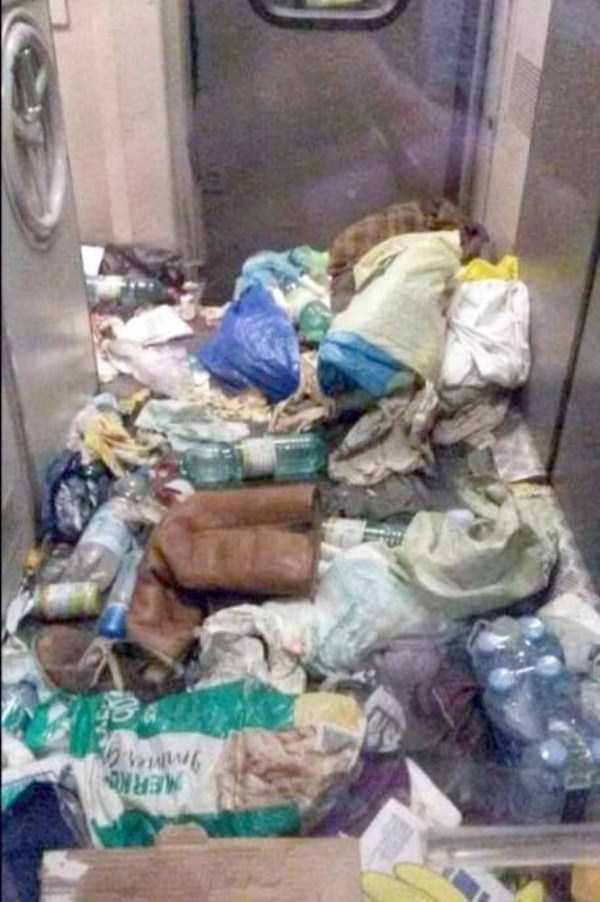 garbage-left-behind-by-refugees (10)