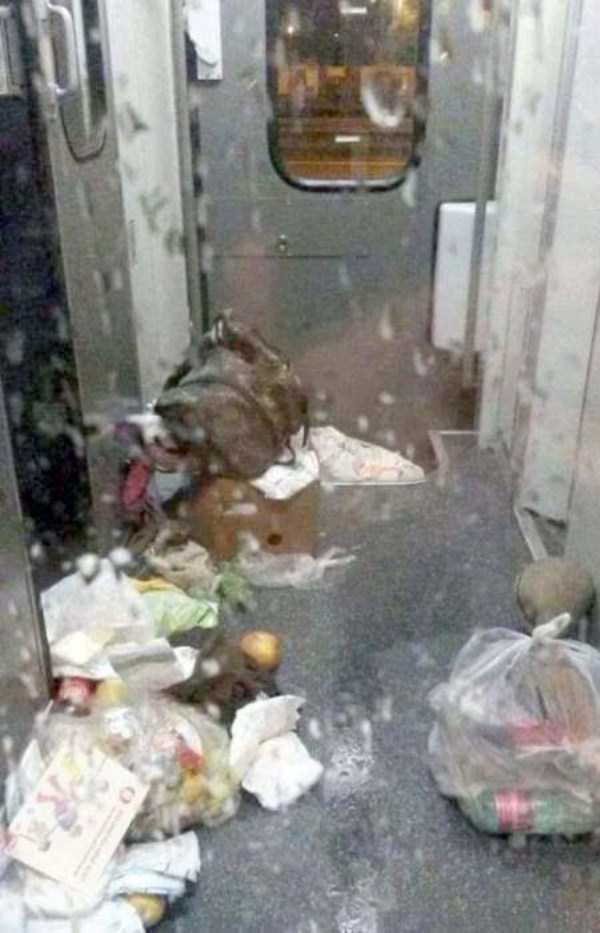 garbage-left-behind-by-refugees (13)