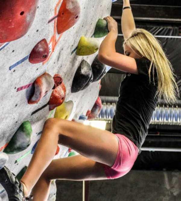 hot-sexy-rock-climbing-girls (1)