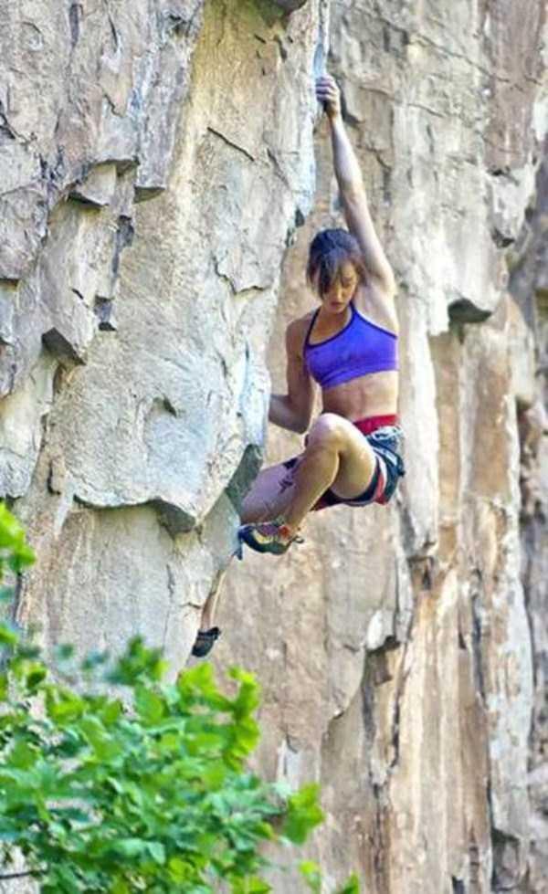 hot-sexy-rock-climbing-girls (24)