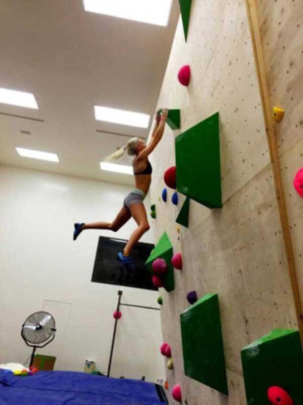 hot-sexy-rock-climbing-girls (36)