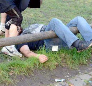 Drunk People at Oktoberfest (43 photos)