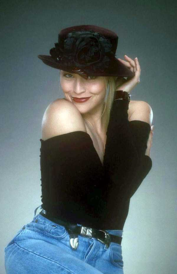 sharon-stone-from-the-80s (4)