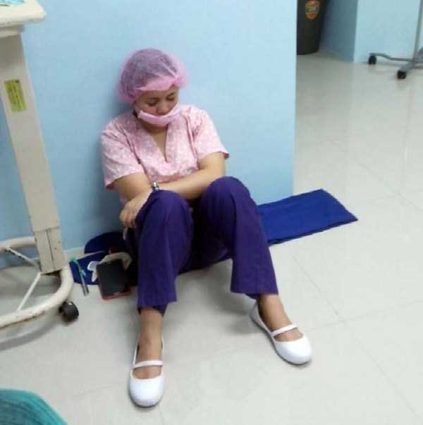 tired-medical-staff (35)