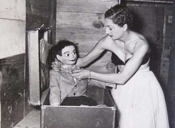 creepy-bizarre-vintage-pictures (12)