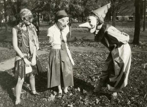 creepy-bizarre-vintage-pictures (18)