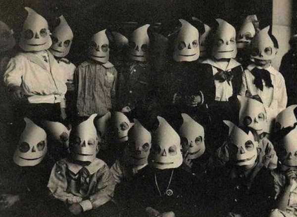 creepy-bizarre-vintage-pictures (19)