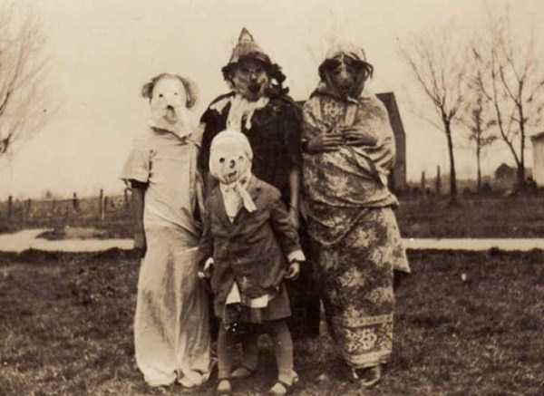 creepy-bizarre-vintage-pictures (21)