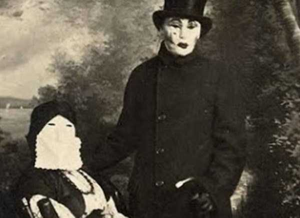 creepy-bizarre-vintage-pictures (23)