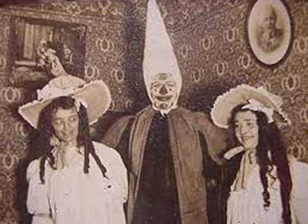 creepy-bizarre-vintage-pictures (5)