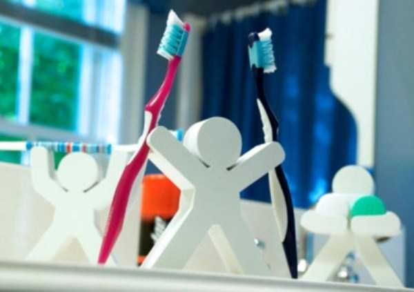funny-unusual-Toothbrush-Holders (17)