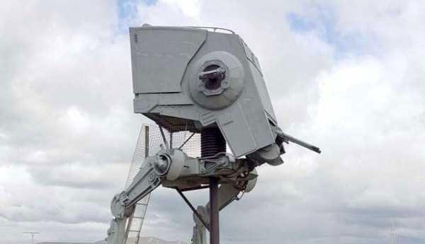 life-sized-Star-Wars-AT-ST-Walker-(26)
