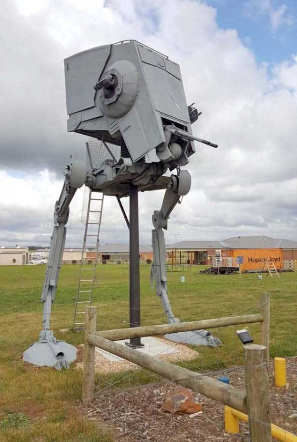 life-sized-Star-Wars-AT-ST-Walker (3)