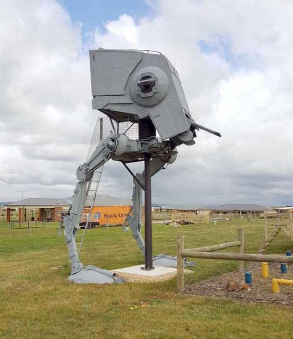 life-sized-Star-Wars-AT-ST-Walker (4)