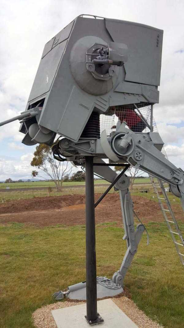 life-sized-Star-Wars-AT-ST-Walker (6)