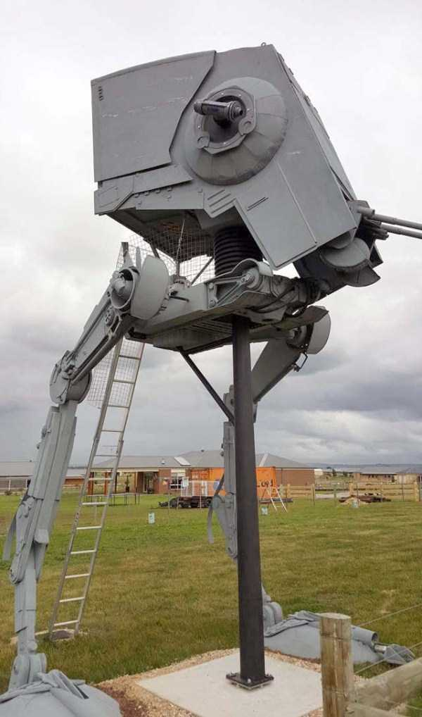 life-sized-Star-Wars-AT-ST-Walker (7)