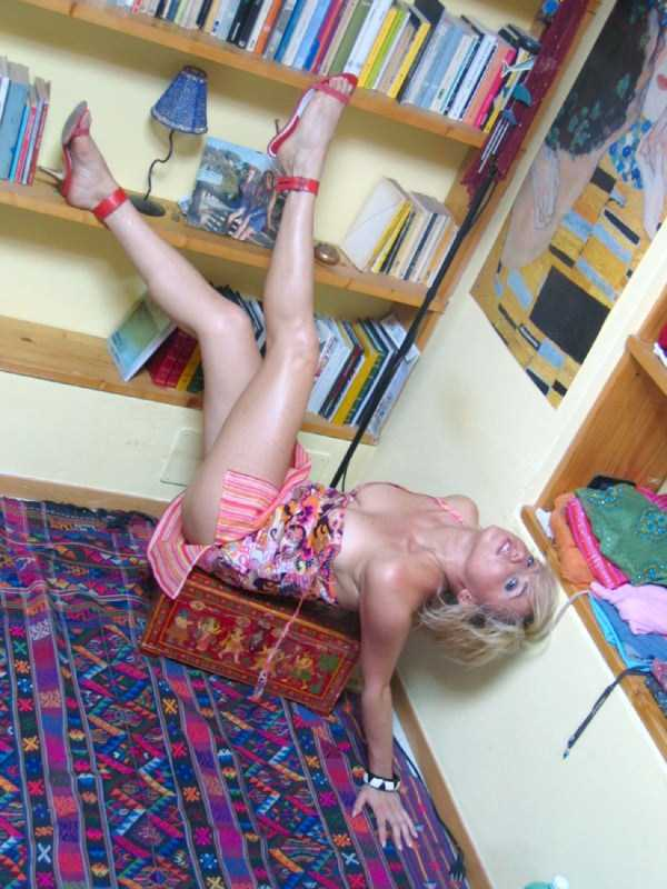 slim-girls-in-tight-short-dresses (10)