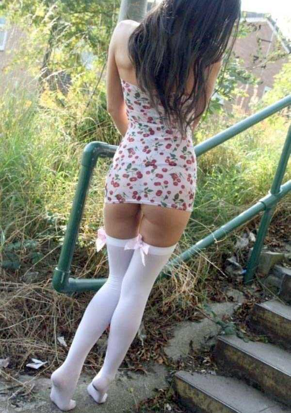 slim-girls-in-tight-short-dresses (15)
