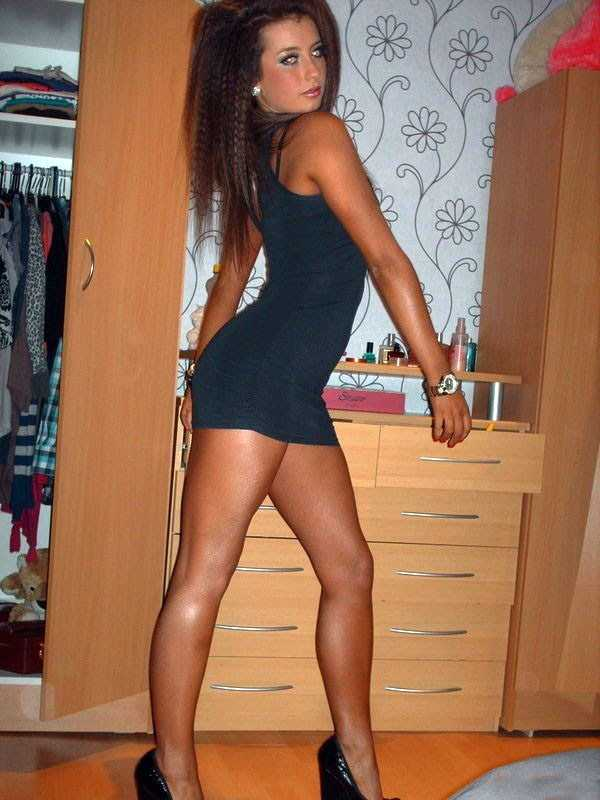 slim-girls-in-tight-short-dresses (25)