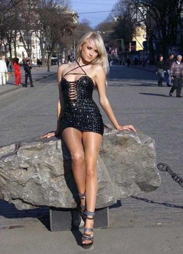 slim-girls-in-tight-short-dresses (33)