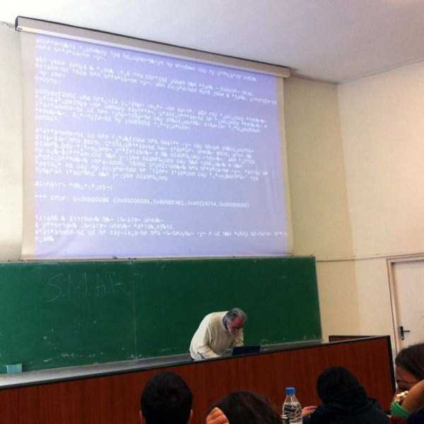 Blue-Screen-of-Death-everywhere (12)