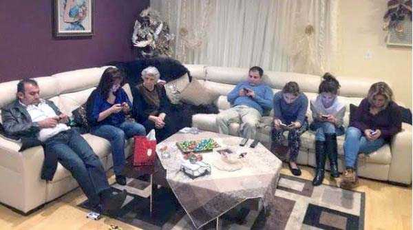 cellphone-addicts (43)