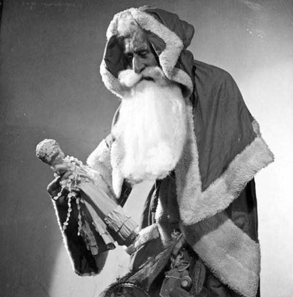 awkward-santas-from-the-past (13)