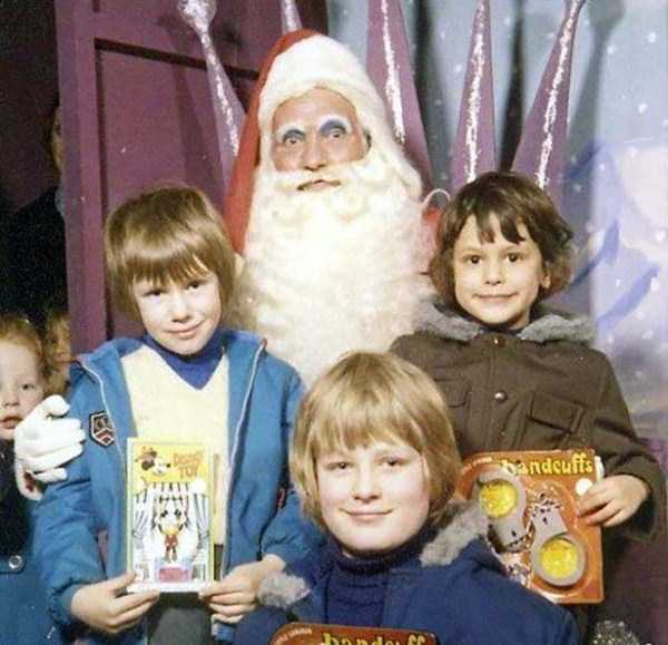 awkward-santas-from-the-past (16)