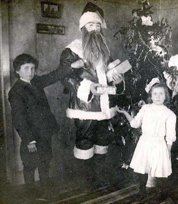 awkward-santas-from-the-past (18)