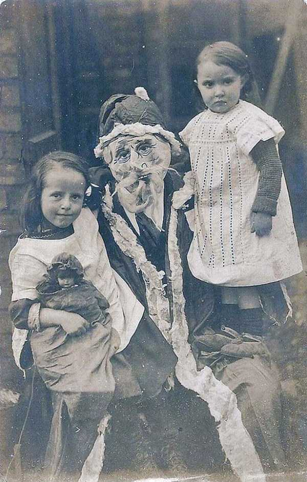 awkward-santas-from-the-past (22)