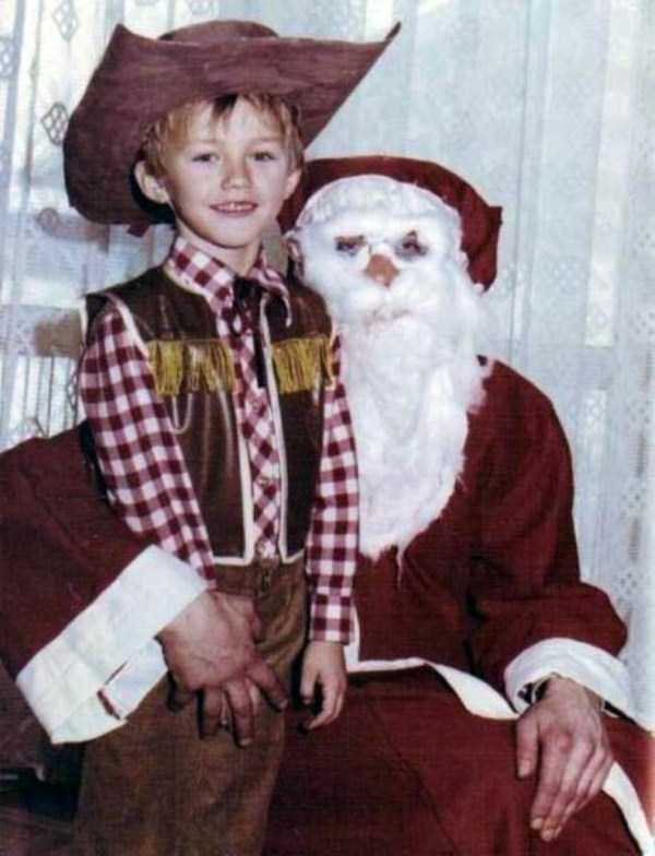 awkward-santas-from-the-past (23)