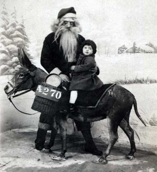 awkward-santas-from-the-past (5)