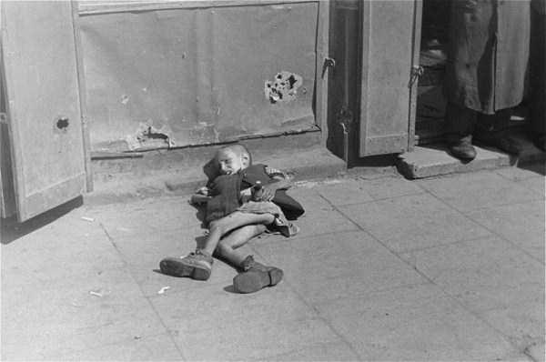 Warsaw-ghetto-1941 (15)